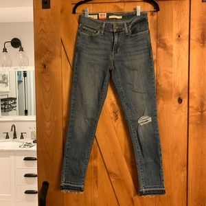 Levi's Cropped Jeans